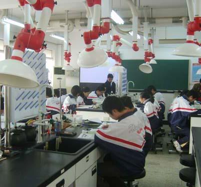 中学化学实验室